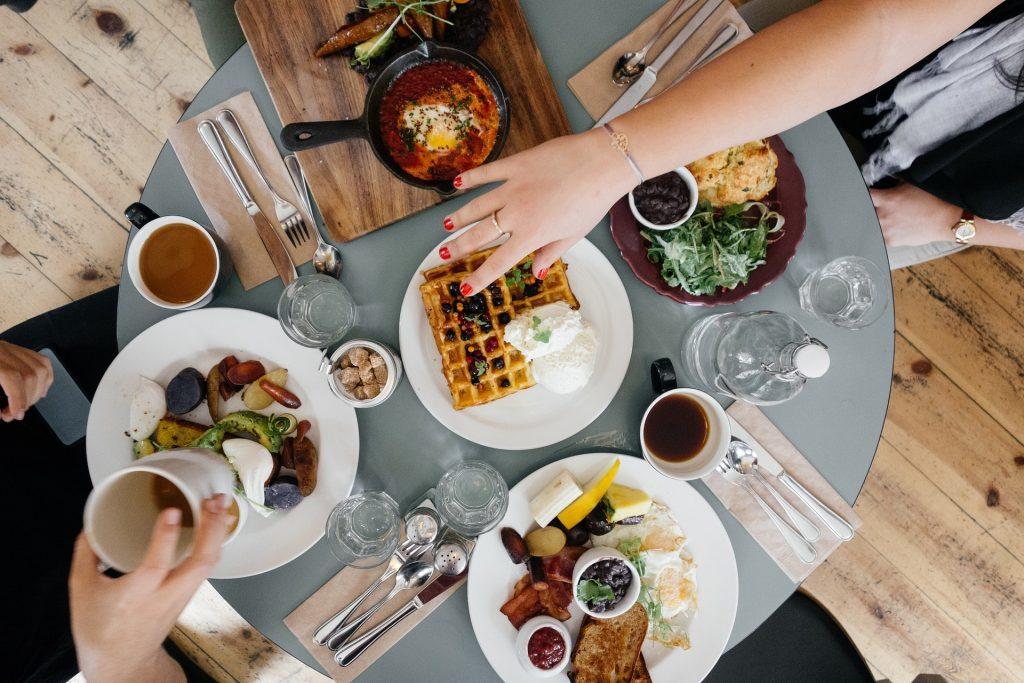 Ahorrar en escapadas de fin de semana con buenos desayunos