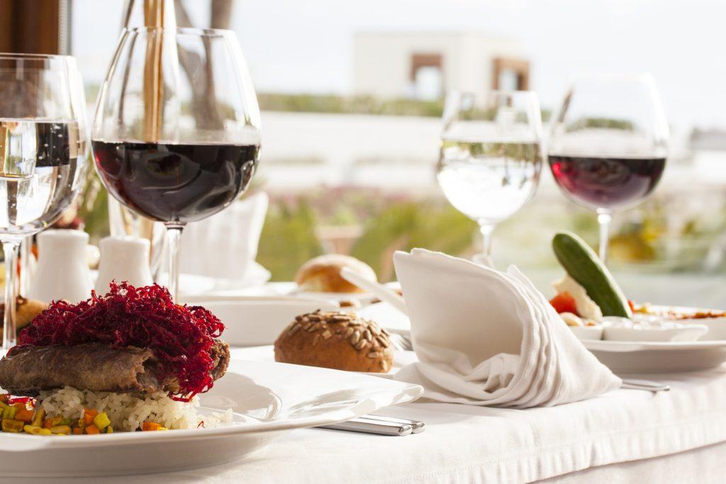 mesa de restaurante para vacaciones de verano