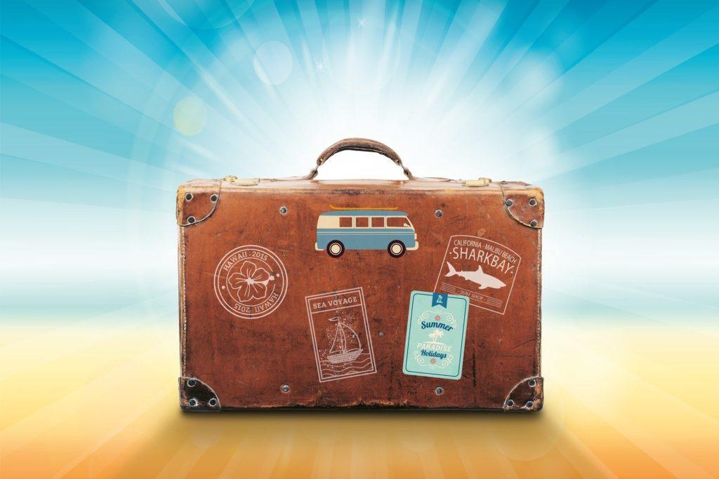 maleta para viajar de vacaciones en verano al extranjero