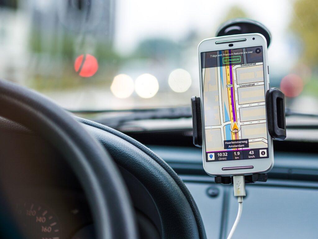 Navegador GPS móvil en coche
